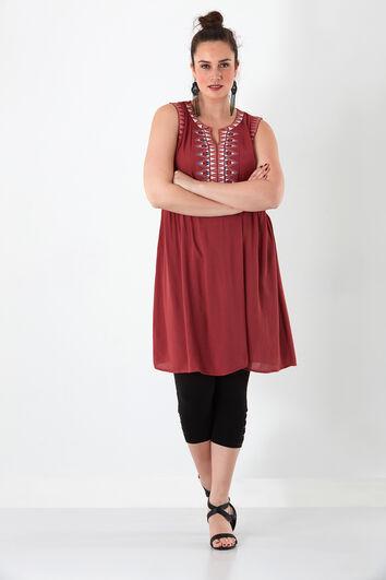 Vestido con bordado étnico