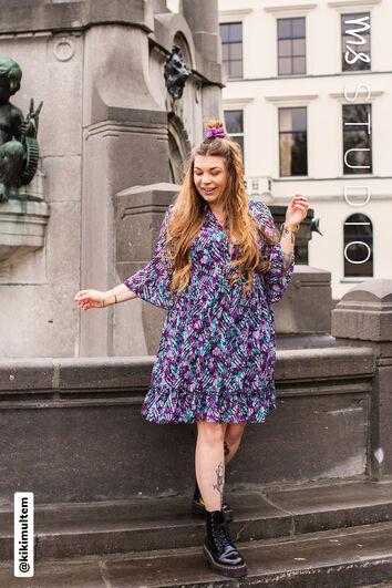 Vestido con estampado floral y volantes
