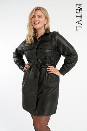 Vestido de cuero sintético con cinturón