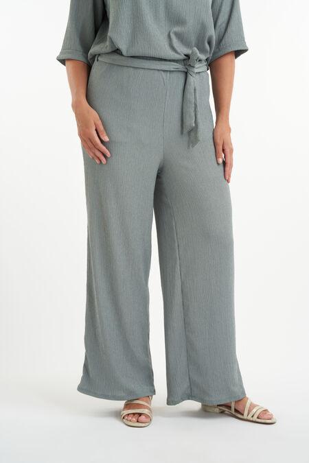 Pantalones de corte recto y cierre con botones