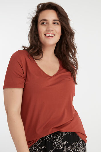 Camiseta con cuello de pico