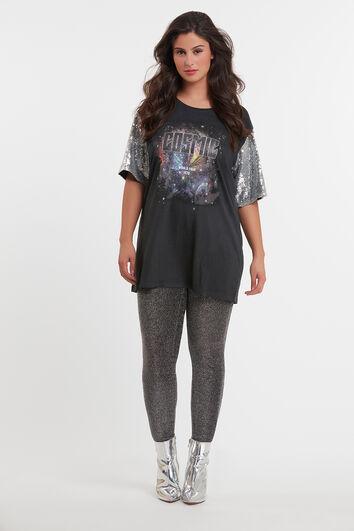 Camiseta con estampado y lentejuelas en las mangas