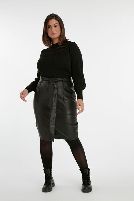 Falda de cuero sintético con botones