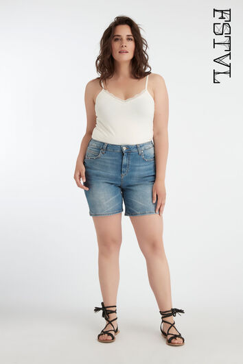 Shorts con tachuelas