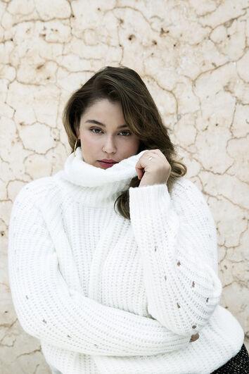 Suéter de punto grueso con cuello alto
