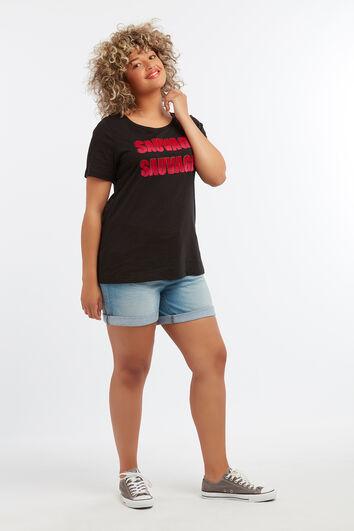 Camiseta con texto impreso