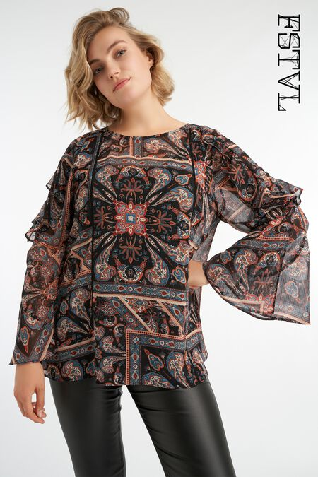 Blusa con estampado paisley y mangas de campana