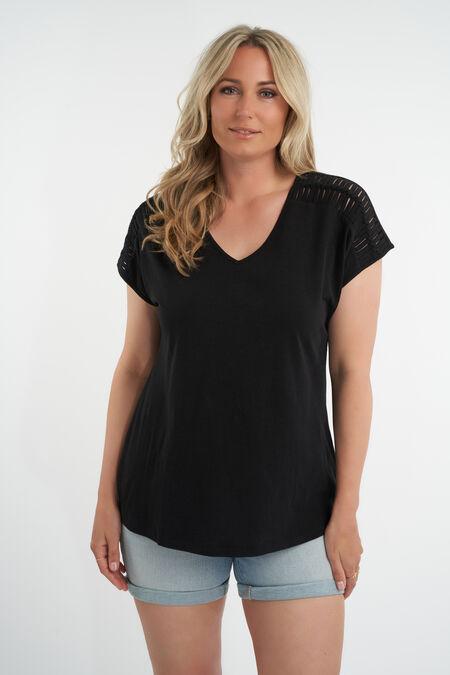 Camiseta con el hombro calado