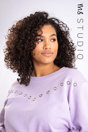 Suéter con tachuelas decorativas
