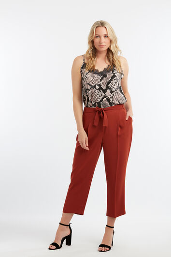 Pantalones holgados con cinturón
