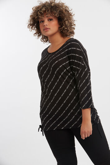 Camiseta con texto estampado y cordón