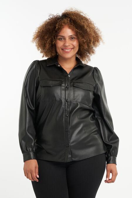 Blusa de cuero sintético con mangas abullonadas.
