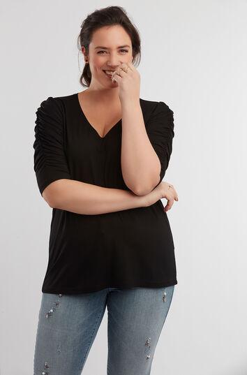 Camiseta con mangas arrugadas