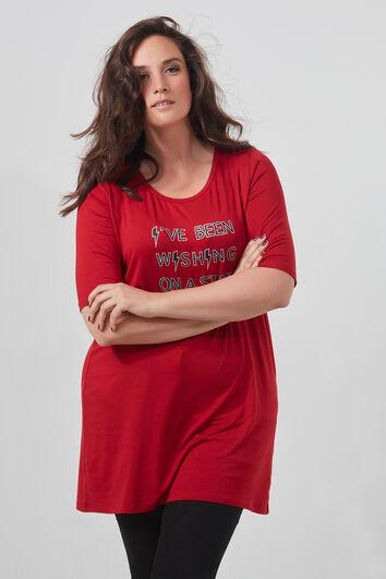 Camiseta larga con detalles de cordón y texto